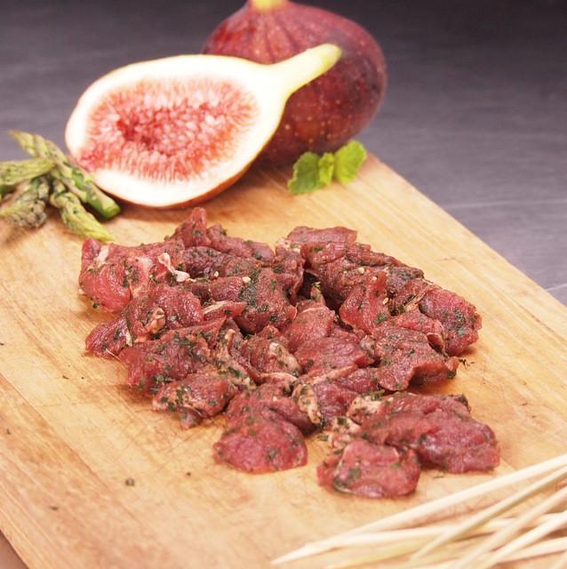 竹串付き味付ラクダ肉キューブ 150g