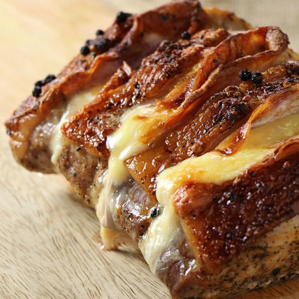 ロティ・オルロフ 約1.1kg ベーコンとチーズを挟んだ豚肉のロースト 未加熱ブロック