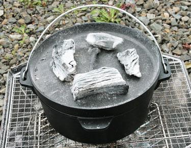 バーベキューの醍醐味!ダッチオーブンでローストビーフを作る