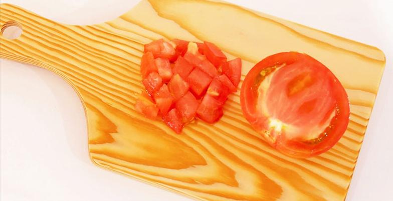 トマトの角切り