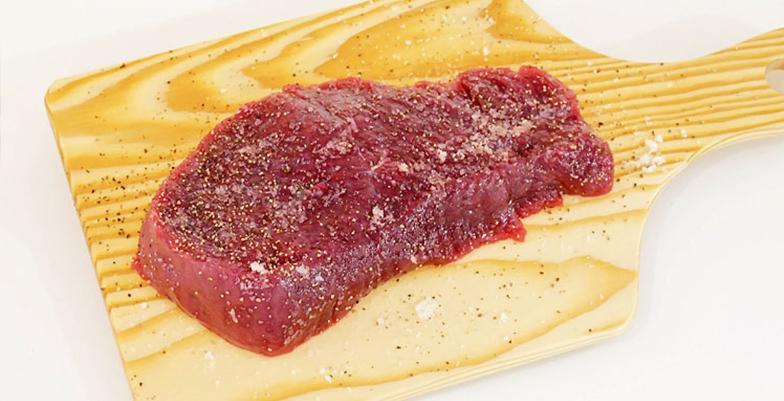 焼く1時間前には冷蔵庫から出したフィレ肉